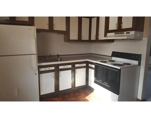 独户住宅 为 出租 在 132 Bunker hill 波士顿, 马萨诸塞州 02129 美国