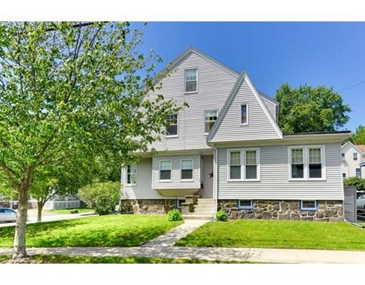 Maison unifamiliale pour l Vente à 32 Warren Street Medford, Massachusetts 02155 États-Unis