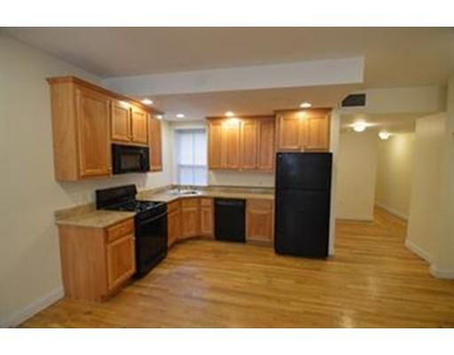 Casa Unifamiliar por un Alquiler en 75 Highland Street Boston, Massachusetts 02119 Estados Unidos