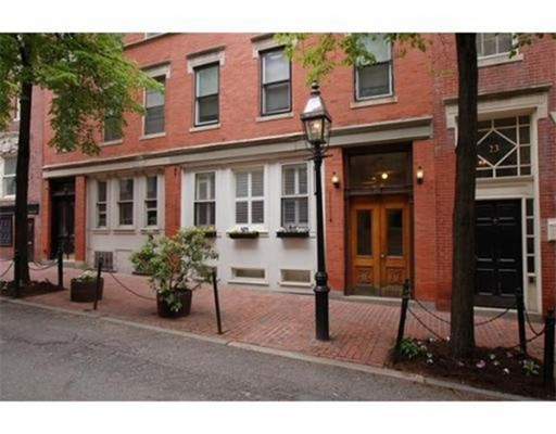Additional photo for property listing at 25 Temple  Boston, Massachusetts 02114 Estados Unidos