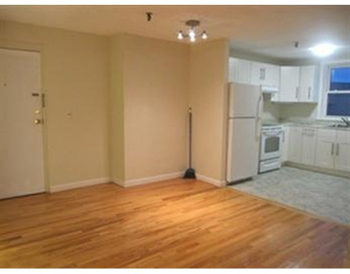 Casa Unifamiliar por un Alquiler en 115 West Squantum Quincy, Massachusetts 02171 Estados Unidos
