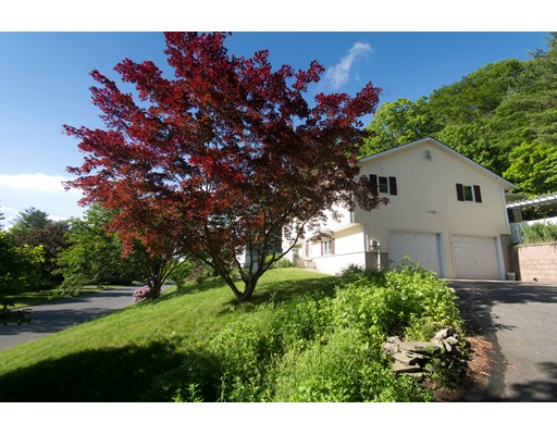 Single Family Home for Sale at 25 Westview Terrace Easthampton, Massachusetts 01027 United States