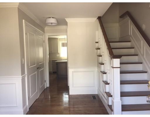 Maison unifamiliale pour l Vente à 25 Albert Street Melrose, Massachusetts 02176 États-Unis