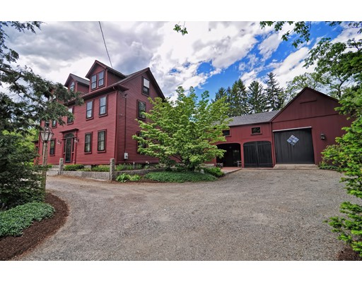 Maison unifamiliale pour l Vente à 251 Main Street Foxboro, Massachusetts 02035 États-Unis