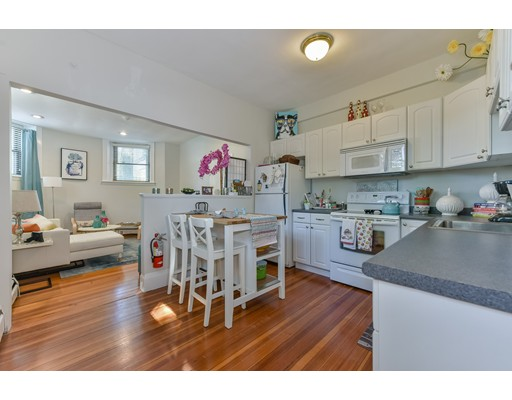 Casa Unifamiliar por un Alquiler en 344 Harvard Street Brookline, Massachusetts 02446 Estados Unidos