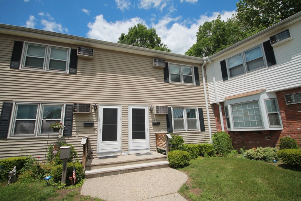 41 SOUTH ST #20, EASTHAMPTON, MA 01027