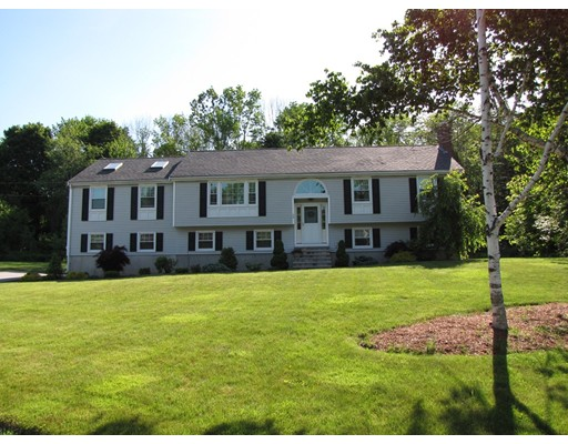 50 Greenmeadow Dr, Tewksbury, MA 01876