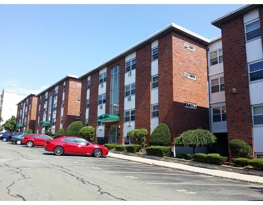 Casa Unifamiliar por un Alquiler en 12 Commonwealth Court Boston, Massachusetts 02135 Estados Unidos