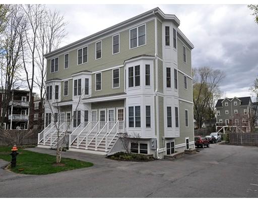 独户住宅 为 出租 在 5 Louis Terrace 波士顿, 马萨诸塞州 02124 美国