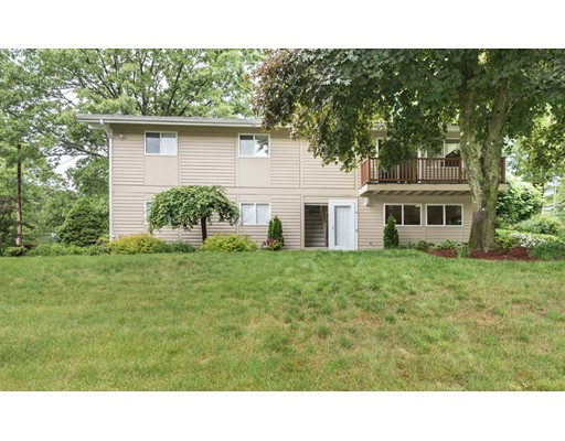 6 Mayflower Dr, Andover, MA 01810