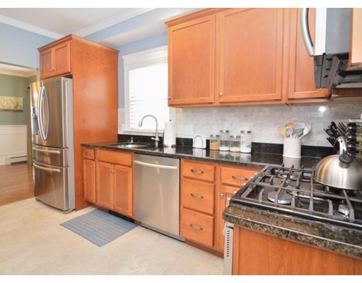 Additional photo for property listing at 24 Gilbert Street  Watertown, Massachusetts 02472 Estados Unidos