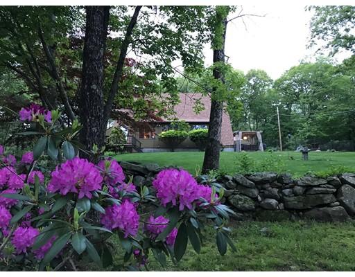 Частный односемейный дом для того Продажа на 325 Donahue Road Burrillville, Род-Айленд 02859 Соединенные Штаты