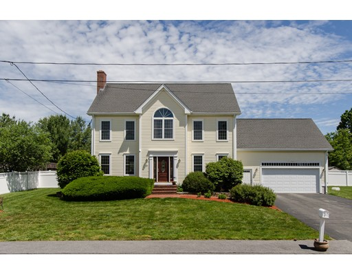 Single Family Home for Sale at 8 Pasture Brook Road Attleboro, Massachusetts 02703 United States