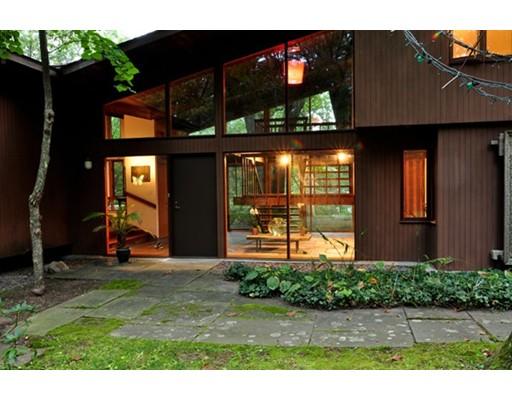واحد منزل الأسرة للـ Sale في 72 Winter Street 72 Winter Street Lincoln, Massachusetts 01773 United States