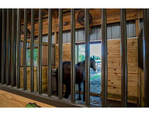Additional photo for property listing at 122 Petticoat Hill Road 122 Petticoat Hill Road Williamsburg, Massachusetts 01096 Estados Unidos