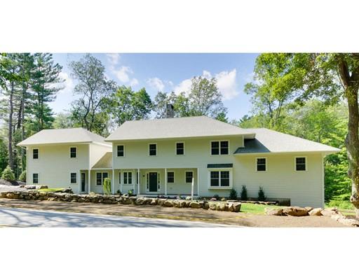 Maison unifamiliale pour l Vente à 219 Orchard Street Millis, Massachusetts 02054 États-Unis