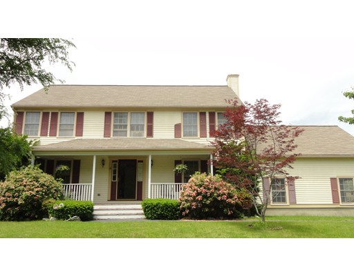 12 Rose Farm Ln, Woburn, MA 01801