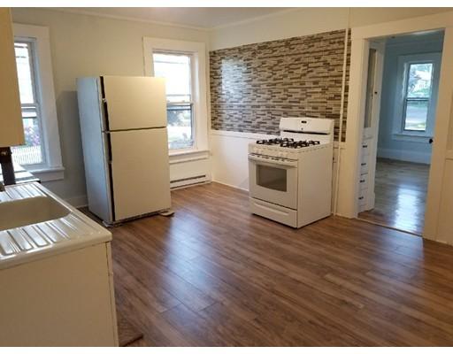 Casa Unifamiliar por un Alquiler en 98 Haskell Avenue Clinton, Massachusetts 01510 Estados Unidos