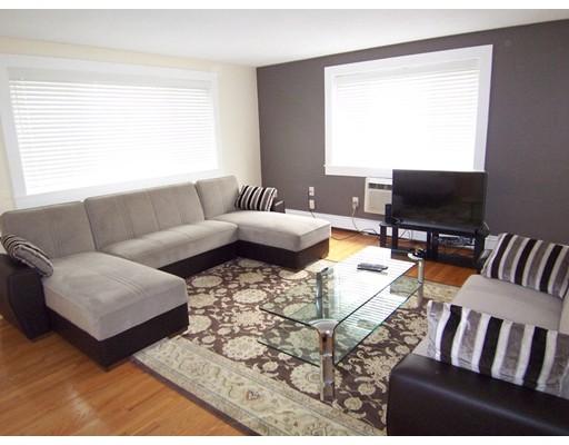 Casa Unifamiliar por un Alquiler en 215 Massachusetts Avenue Arlington, Massachusetts 02474 Estados Unidos