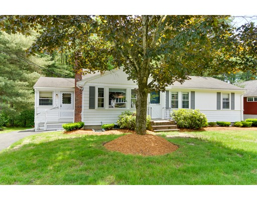 Maison unifamiliale pour l Vente à 25 College Road Burlington, Massachusetts 01803 États-Unis