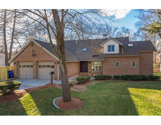 Casa Unifamiliar por un Alquiler en 11 Beethoven Avenue Newton, Massachusetts 02468 Estados Unidos