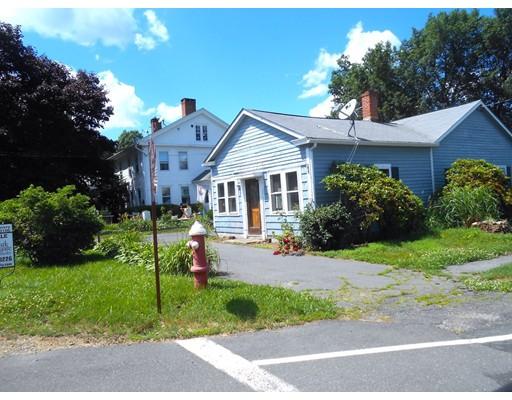 واحد منزل الأسرة للـ Sale في 104 Main Street 104 Main Street Blandford, Massachusetts 01008 United States