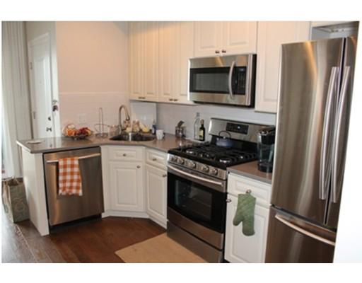独户住宅 为 出租 在 108 Marine Road 波士顿, 马萨诸塞州 02127 美国
