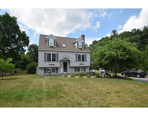 Maison unifamiliale pour l Vente à 4 Meeks Road Kingston, New Hampshire 03848 États-Unis