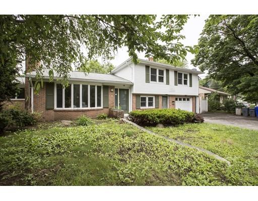 Maison unifamiliale pour l Vente à 338 Fruit Hill Avenue 338 Fruit Hill Avenue North Providence, Rhode Island 02911 États-Unis