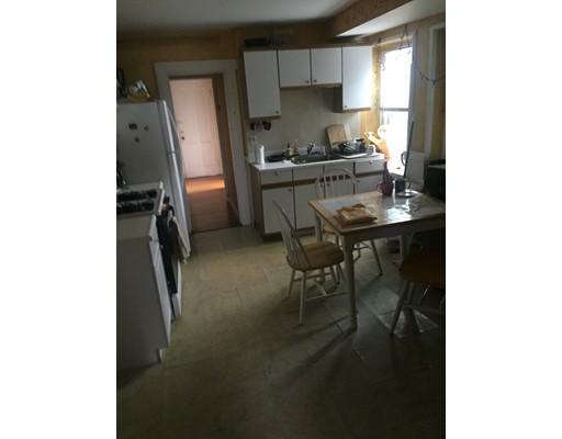 Casa Unifamiliar por un Alquiler en 9 Elm Somerville, Massachusetts 02144 Estados Unidos