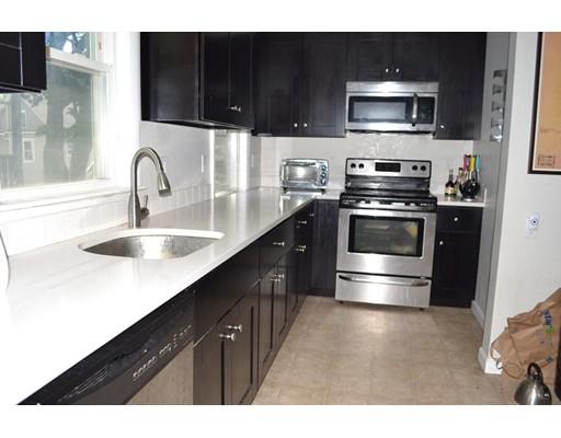 Casa Unifamiliar por un Alquiler en 24 Aberdeen Road Somerville, Massachusetts 02144 Estados Unidos