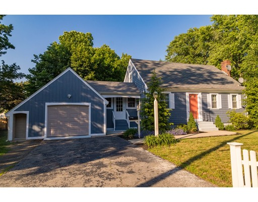 Casa Unifamiliar por un Venta en 1131 Washington Street Whitman, Massachusetts 02382 Estados Unidos