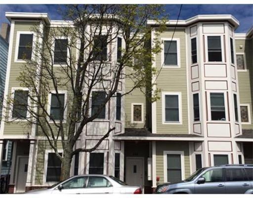 独户住宅 为 出租 在 258 Bremen Street 波士顿, 马萨诸塞州 02128 美国