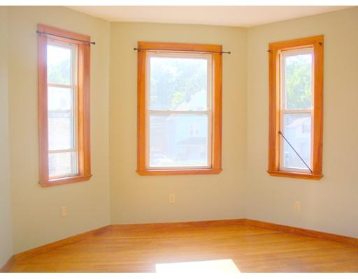 独户住宅 为 出租 在 540 Hyde Park Avenue 波士顿, 马萨诸塞州 02131 美国