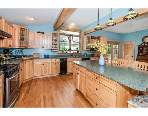 56 Moore Ave, Worcester, MA 01602