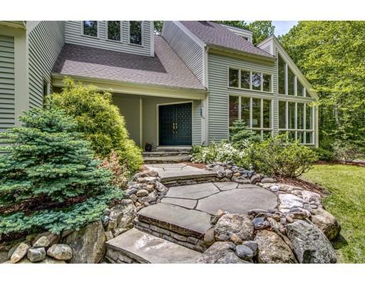 Casa Unifamiliar por un Venta en 74 Golden Run Road Bolton, Massachusetts 01740 Estados Unidos
