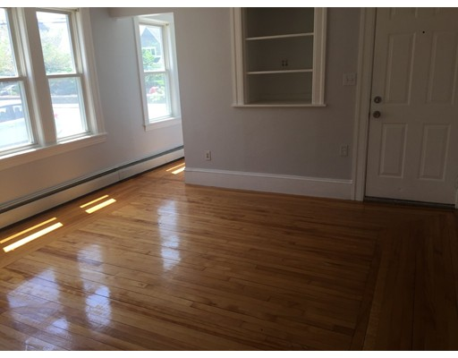Casa Unifamiliar por un Alquiler en 71 S Quinsigamond Shrewsbury, Massachusetts 01545 Estados Unidos