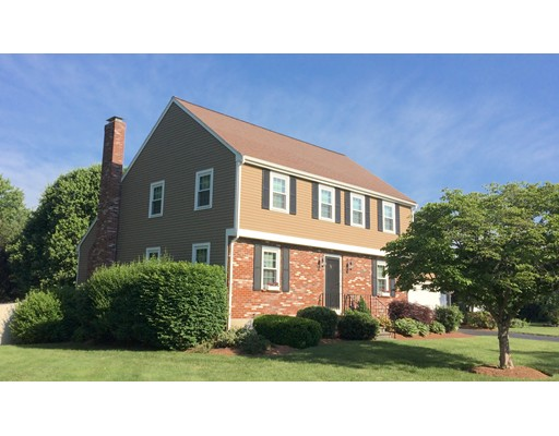 Single Family Home for Sale at 4 Meetinghouse Lane Natick, Massachusetts 01760 United States
