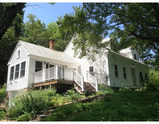 واحد منزل الأسرة للـ Sale في 39 N Main Street New Salem, Massachusetts 01355 United States