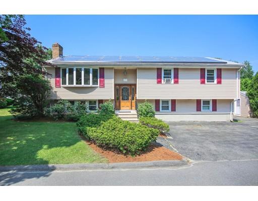 Maison unifamiliale pour l Vente à 17 VALLEY ROAD Stoneham, Massachusetts 02180 États-Unis