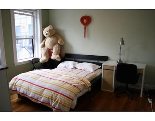 Casa Unifamiliar por un Alquiler en 1572 Commonwealth Avenue Boston, Massachusetts 02135 Estados Unidos