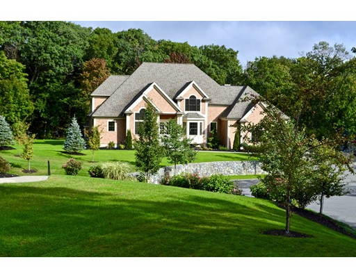 واحد منزل الأسرة للـ Sale في 2 Longmeadow Drive Wakefield, Massachusetts 01880 United States