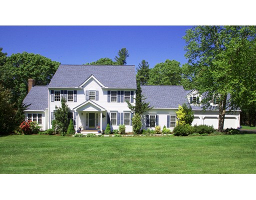 Maison unifamiliale pour l Vente à 43 Orchard Road Ashland, Massachusetts 01721 États-Unis