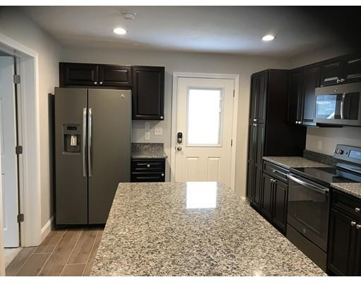 独户住宅 为 出租 在 131 Arch Street Middleboro, 02346 美国