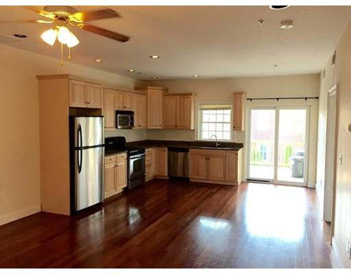 Casa Unifamiliar por un Alquiler en 661 BENNINGTON Boston, Massachusetts 02128 Estados Unidos