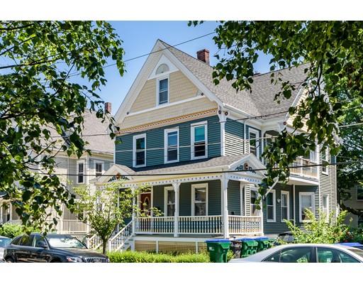 Casa Multifamiliar por un Venta en 32 Manning Street Medford, Massachusetts 02155 Estados Unidos