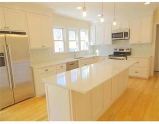 独户住宅 为 出租 在 25 Russell Street 布鲁克莱恩, 马萨诸塞州 02446 美国