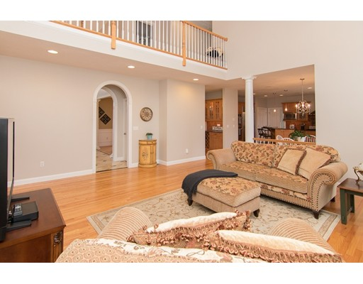 Maison unifamiliale pour l Vente à 81 Constance Way 81 Constance Way North Attleboro, Massachusetts 02760 États-Unis
