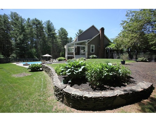 104 High Pines Dr, Kingston, MA 02364