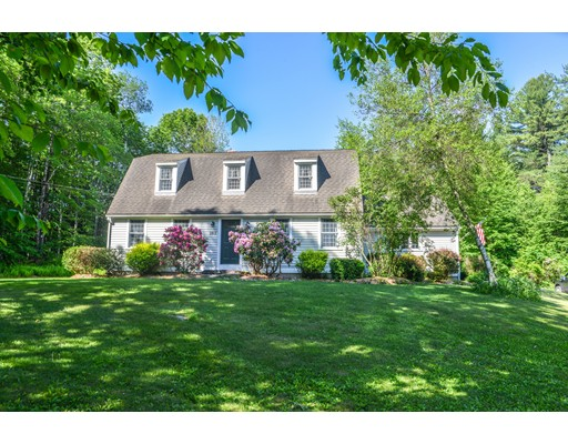 واحد منزل الأسرة للـ Sale في 282 Skyline Trail Chester, Massachusetts 01011 United States